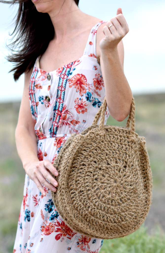 How To Crochet A Summer Circle Bag - image Free-Crochet-Pattern-Circle-Bag-4-669x1024 on https://knitting-crocheting-yarn.com