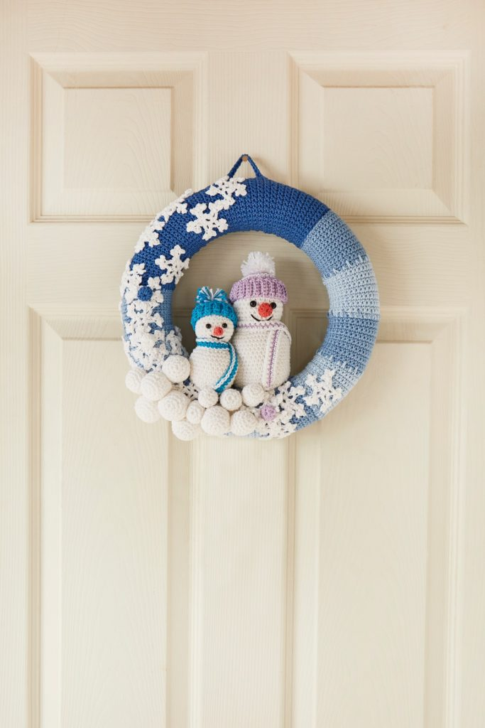 Crochet Now Magazine- new issue 48 on sale this week - image Val-Pierce-Snowman-Wreath-Patons-DK-1-683x1024 on https://knitting-crocheting-yarn.com